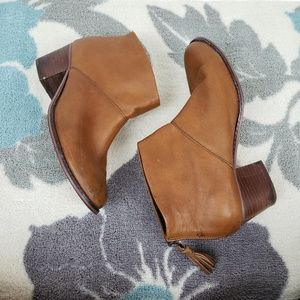 TOMS Leather ankle boots with tassle pulls brown